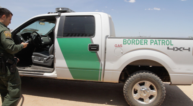 border-patrol-agent-checks-his-phone-LM